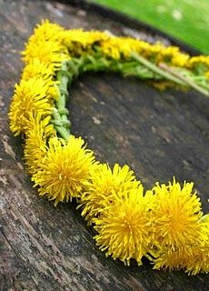 Dandelions crown tutorial! I remember doing those when I was little...