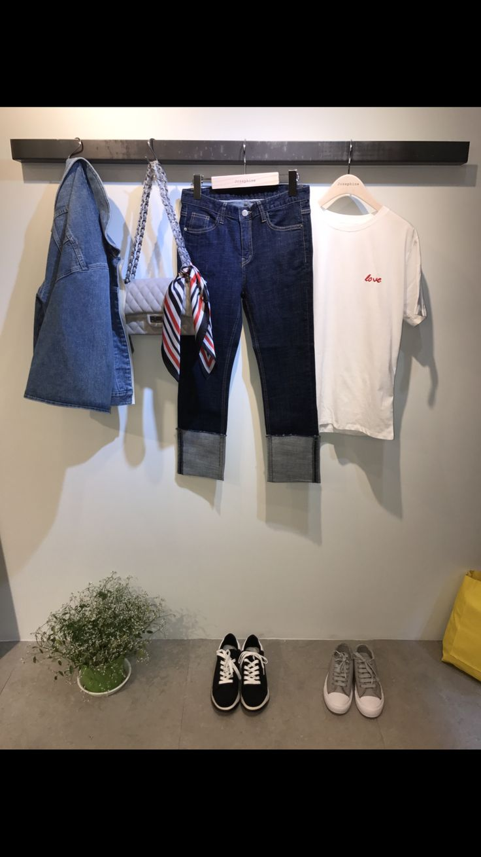 Josephine. Rolle up Jean & white T Jean blouson coordi. 이화여대5길3 Seoul, Korea