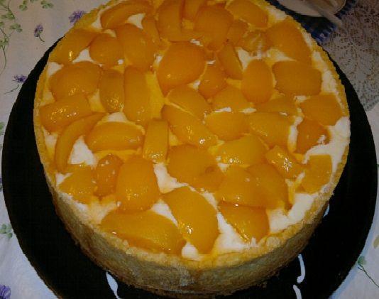 A Receita de Torta de Pêssego é maravilhosa e não tem nenhum segredo. Basta você fazer o creme branco, a massa da torta e a cobertura e montá-la utilizando