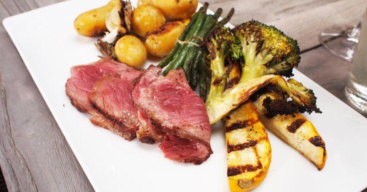 Entrecote op de barbecue met krieltjes in papillot gegrilde groenten en thousand islands saus