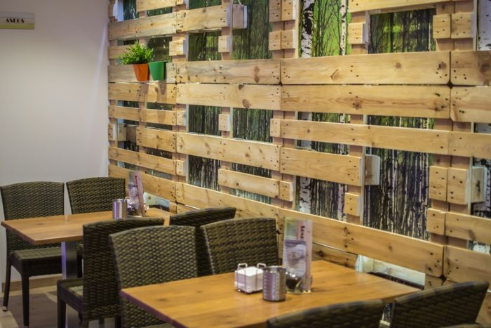 121214 bar 001 interior design pinterest puertas and for Decoracion con palets de madera