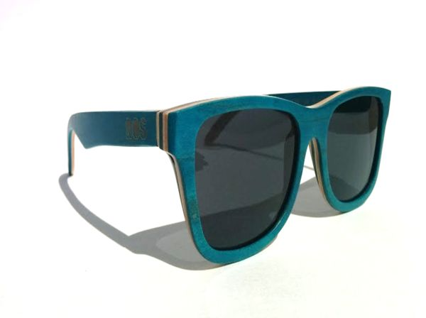 Handcrafted from skateboard wood TAC polarized lens / 400 UVA-UVB protection Stainless steel spring