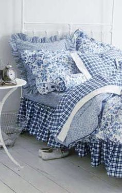 The charm of blue and white gingham mixed with blue and white florals and solids makes this bedding so dreamy!                                                                                                                                                      More