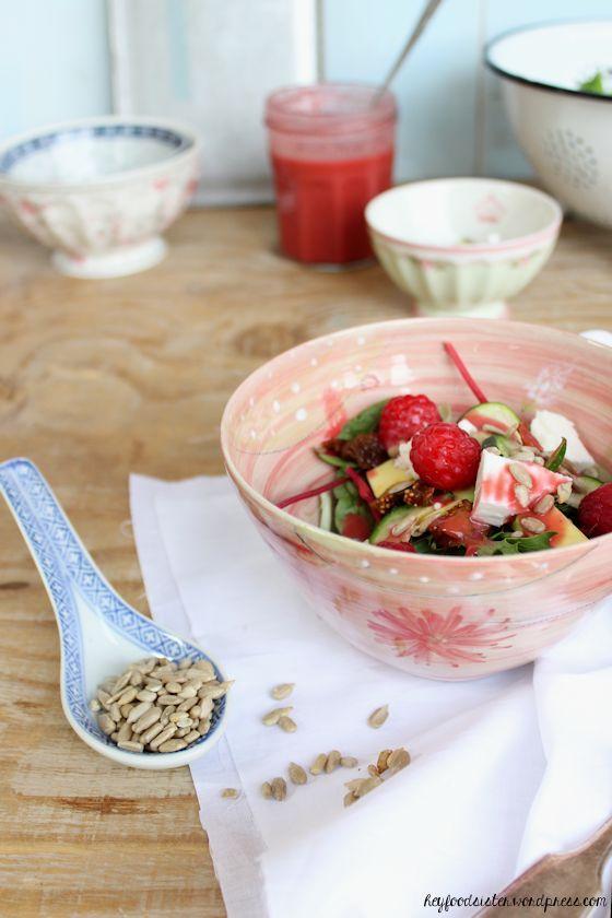 Rezept für Salat mit Himbeervinaigrette und Ziegenkäse