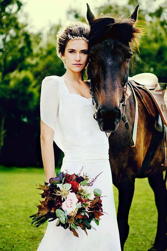 秋の結婚式の花嫁衣装 髪型候補♡ウェディングドレス、カラードレスにも似合うヘアスタイルまとめ一覧♡