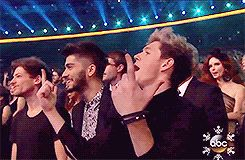 i didn't know i needed a video of louis, zayn and niall rapping nelly until now (gif)