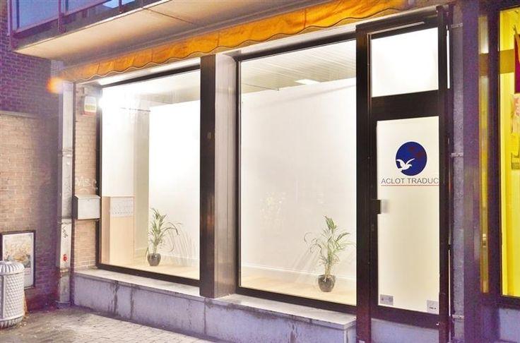 Commerce ou bureau de 45 m² - 99.000€ - Rue du Géant 8, 1400 NIVELLES. PRESTimmo vous propose, dans une des artères commerciales principales du centre de Nivelles, un espace commercial proche de la Grand-Place de Nivelles et son Hôtel de ville, à 50m de la place Émile de Lalieux. Situé rue du Géant, sur le coin de l'impasse menant au restaurant Il'Cortile et au Parking des Conceptionnistes. Ce parking fait l'objet d'un projet immobilier d'envergure qui amènera beaucoup de passage. Ce projet…