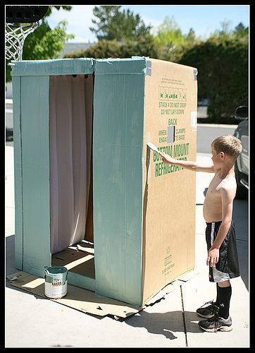 No-Cost Homemade Photo Booth!  Cute idea and great for a kids birthday party! :-)