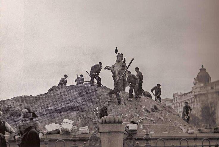 Desenterrando a Neptuno. Recién terminada la guerra civil.1939.