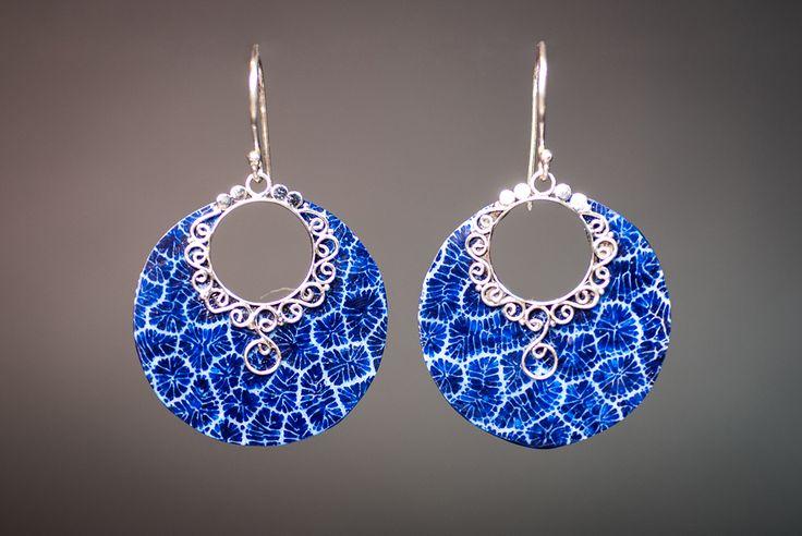 Earrings with blue foam coral €20