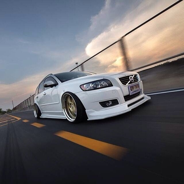 Nice action shot of this Volvo V50