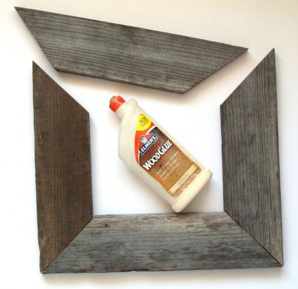 Easy Barn Wood Frame from An Old Picture Frame (Remodelaholic)