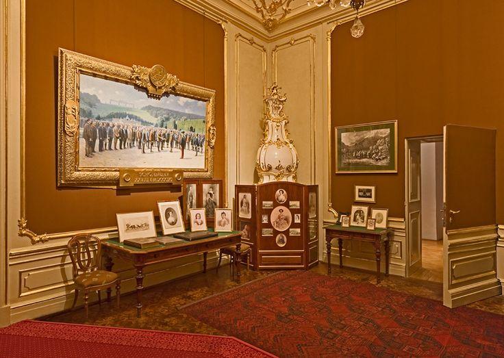 Schreibzimmer Franz Josephs - http://www.schoenbrunn.at/wissenswertes/das-schloss/rundgang-durchs-schloss/arbeitszimmer-franz-josephs.html