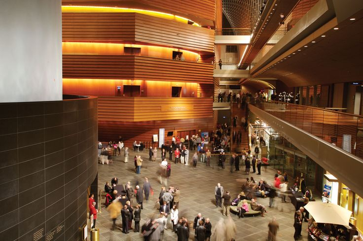 Kimmel Center for the Performing Arts | Rafael Viñoly Architects | View of Commonwealth Plaza. Photo: Jeff Goldberg / Esto