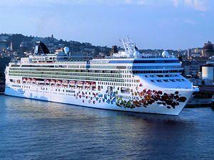Norwegian Gem. Ιδιοκτησία & Διαχείριση: Norwegian Cruise Line. Σε υπηρεσία από το 2007. 93.530GT ~ 294,13 μ.μ. ~ 32,31 μ.πλάτος ~ 15 κατ/τα ~ 25knots ~ 2.384 επ. ~ 1.154 α.πλ.