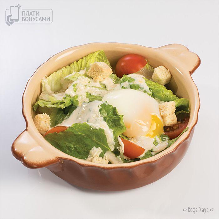 Яйцо-пашот — это суперингредиент для гурманов. Оно волшебным образом превращает макароны в пасту, бутерброд — в изысканный завтрак, а салат – в произведение кулинарного искусства.  Вот такой аппетитный шедевр, Салат с яйцом-пашот, мы подаем к столу во всех наших кофейнях.  Вы уже успели попробовать эту новинку?)  #яйцопашот #пп #вкусно