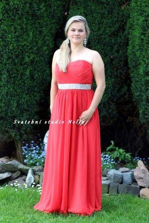 Červené dlouhé plesové společenské šaty. Ceny na www.svatebninella.cz   #plesové šaty, #maturitní šaty, #večerní  #společenské #šaty, půjčovna šatů, Svatební studio Nella, Česká Lípa, antické šaty, šaty na svatbu