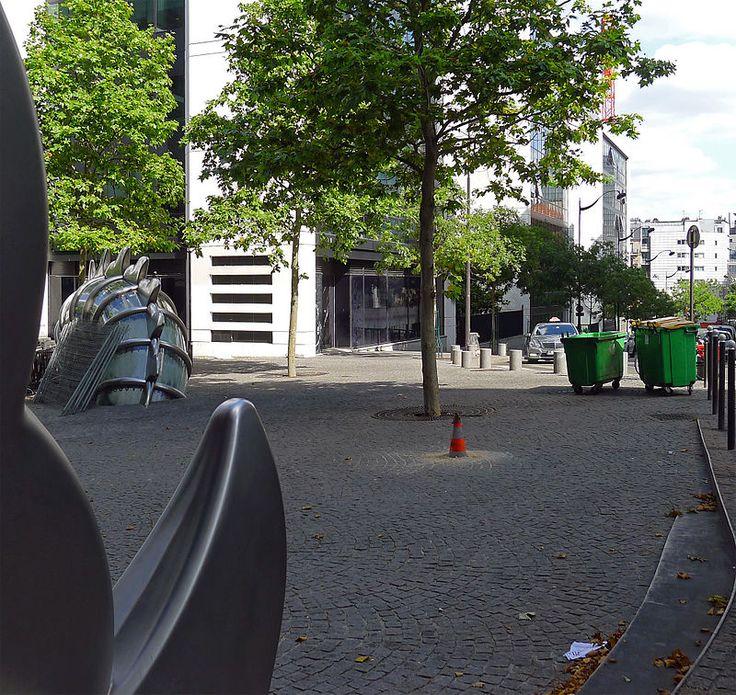 Paris XIII - La rue Paul-Klee et la Danse de la Fontaine émergente .