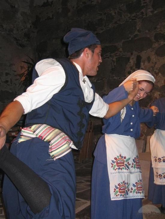 http://images.travelpod.com/tw_slides/ta01/263/9a6/traditional-dance-and-costume-of-naxos-naxos.jpg