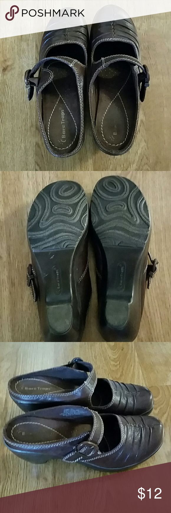 Good Condition Brown Mules by Bare Traps Good Condition Brown Mules by Bare Traps size 8M (Consider bundling to get more value out of the cost of Shipping and feel free to make offers on bundles) Thank you for visiting my closet!! SMOKE FREE CLEAN HOME Bare Traps Shoes Mules & Clogs