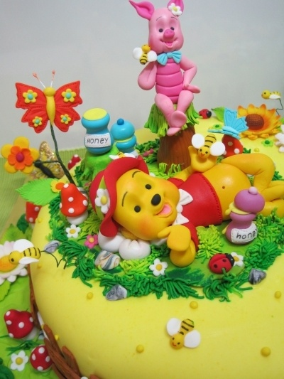 Winnie the Pooh and Piglet By GaliaHristovaGuGi on CakeCentral.com