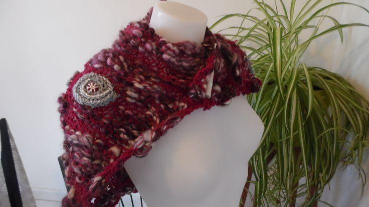 Couvre épaule asymétrique laine mèche tons prune gris et blanc : Echarpe, foulard, cravate par annbcreation
