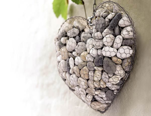 Como fazer uma escultura de parede de arame em formato de coração com pedras de rio para decoração ~ VillarteDesign Artesanato