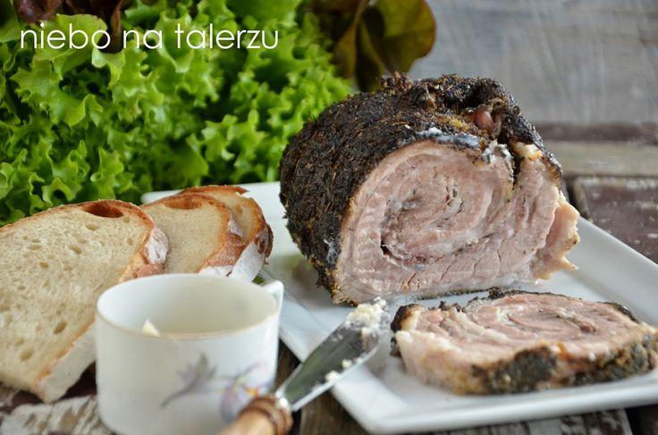 Biały boczek pieczony. Kluczowym czynnikiem powodującym niezwyczajną miękkość mięsa jest niska temperatura i długi czas pieczenia. Zapach w