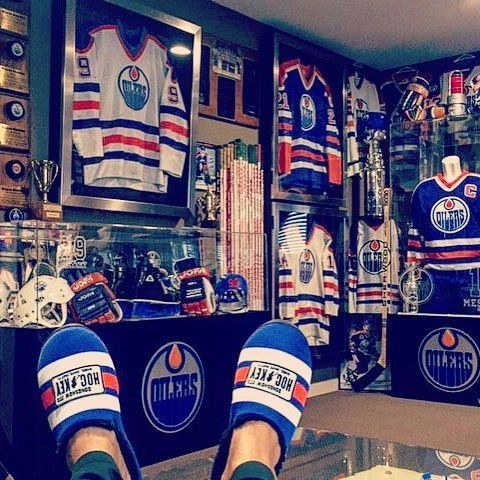 The ultimate @edmontonoilers fan cave is finally complete with the addition of…