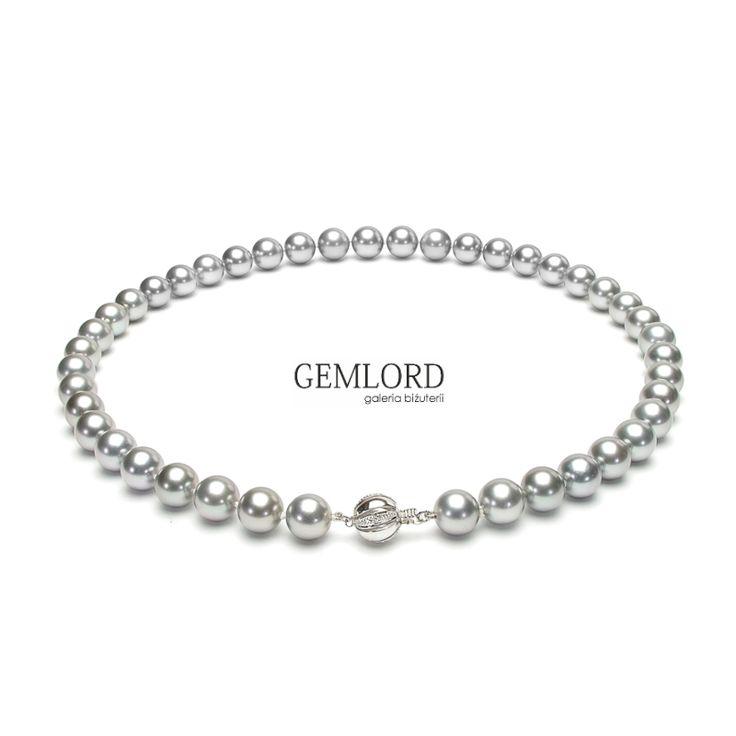Niepowtarzalny naszyjnik ze srebrnych pereł Tahiti oraz zapięciem z białego złota, zdobionym brylantami. Fantastycznie współgra z eleganckimi kreacjami. Podkreśli atuty Twojej urody i sprawi, że stylizacje będą wyglądać wyjątkowo. #naszyjnik #necklace #perły #pearls #perlas #perolas #жемчуг #biżuteria #jewellery #jewelry #luxury #luxurylife #quality #fashion #style #prezent #gift #beauty #pearljewellery #luksusowezakupy #highlife