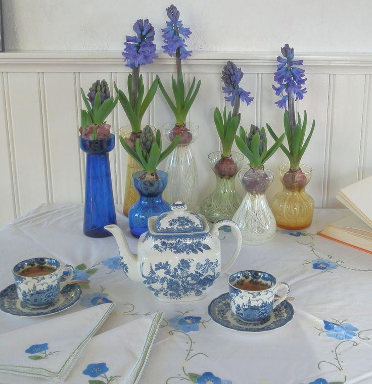 Gecombineerd met blauw servies. www.bordercollieinderozentuin.blogspot.nl