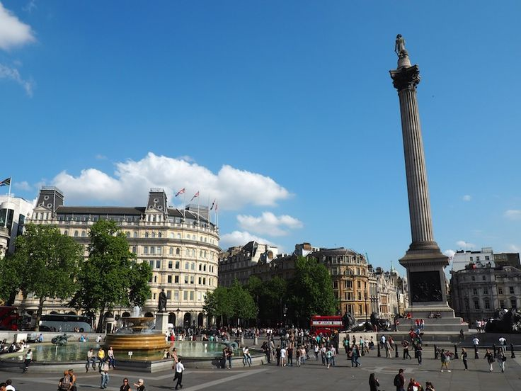Blue skies and buskers in Trafalgar Square
