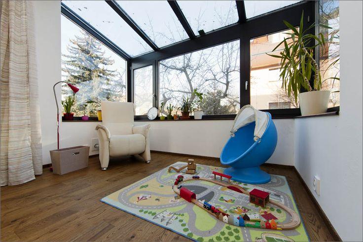 Zimní zahrada v obývacím pokoji - design rodinného domu, Praha  A House with Conservatory, Prague  architekt: Eva Rybníčková foto: Jana Labuťová a Jiří Vaněk