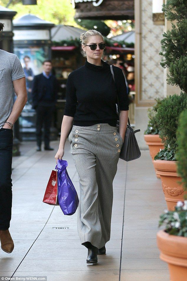 Kate Upton rocks off-duty chic as she shops with handsome male pal ...