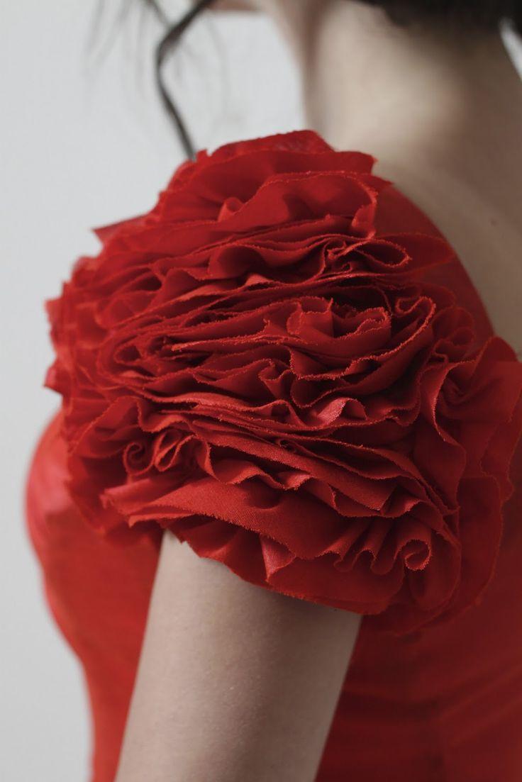 Ruffle Sleeve - fabric manipulation for fashion: ruffled rose sleeve, sewing tutorial; 3D floral fabric textures // Julia Bobbin