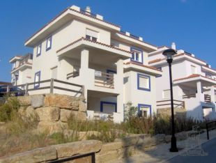 *** ANY REASONABLE OFFER CONSIDERED *** Recently constructed detached villa located in an elevated location, 2 minutes from the coast in the Duquesa-Manilva area.