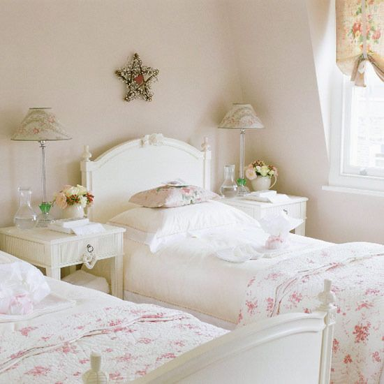 Pretty pretty guest room - now I want to paint my twin beds!