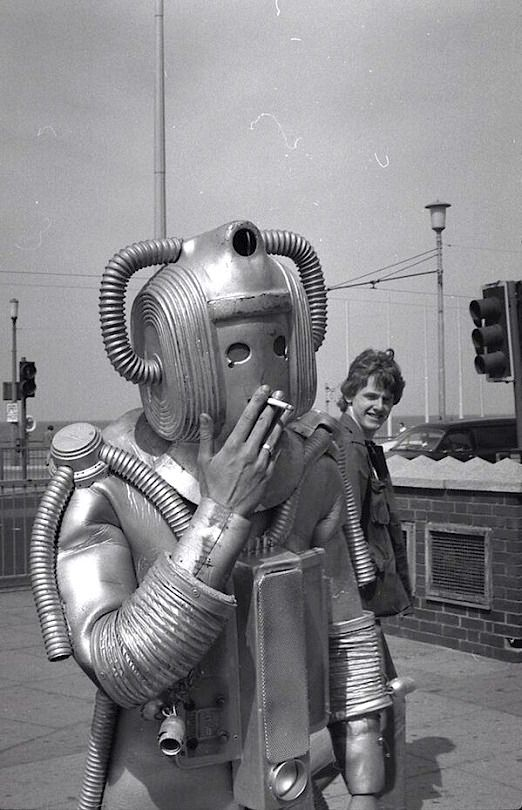 PHOTO] Vintage Robot: Smoke Break | pundit from another planet