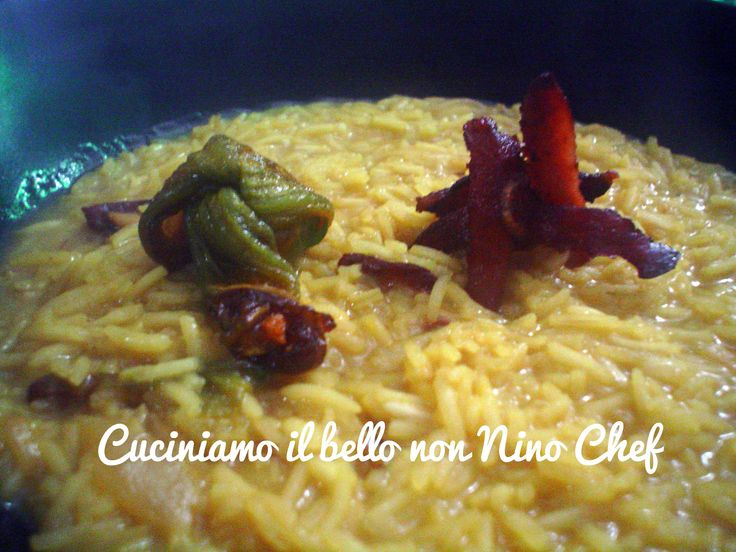 Oggi presento un risotto allo zafferano con fiori di zucca e speck croccante