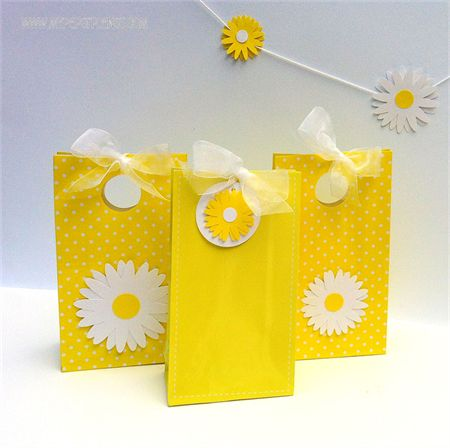 Daisy gift tags for gift bags - daisy party theme. Baby shower, weddings, birthday, gifts, thank you. Yellow/white   My Paper Planet   madeit.com.au