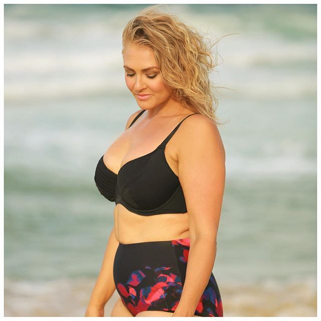 🌴☀️Just $79 for the Shirred Bikini Top in Black with cup sizes C - F from @caprioscaswimwear and $59 for the High Waist Swim Pant in Autumn Leaves - head to curvyswimwear.com.au and we ship worldwide☀️🌴 #curvyswimwear http://www.curvyswimwear.com.au/collections/our-swimwear-collection-curvy-swimwear