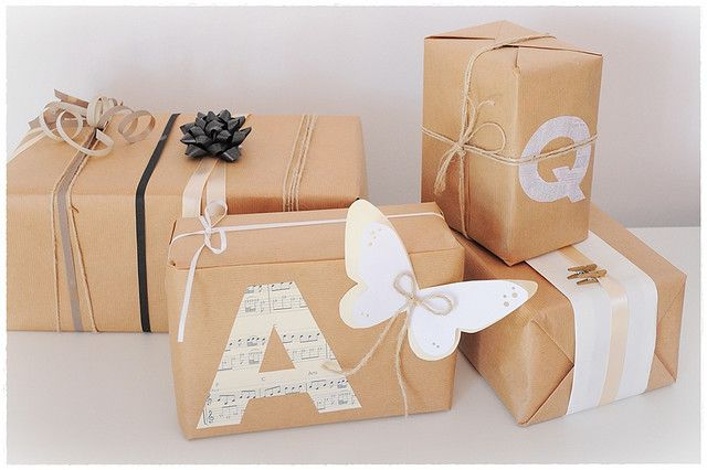 Gift Wrapping Ideas: Kraft Paper, Gift Wrapping, Giftwrap, Gifts Ideas, Diy Presents, Gifts Wraps, Wraps Gifts, Brown Paper Packaging, Wraps Ideas