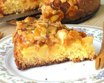 Tarte suisse aux pommes et sa couche croquante au caramel et amandes effilées : http://www.cuisineaz.com/recettes/tarte-suisse-aux-pommes-et-sa-couche-croquante-au-caramel-et-amandes-effilees-91180.aspx