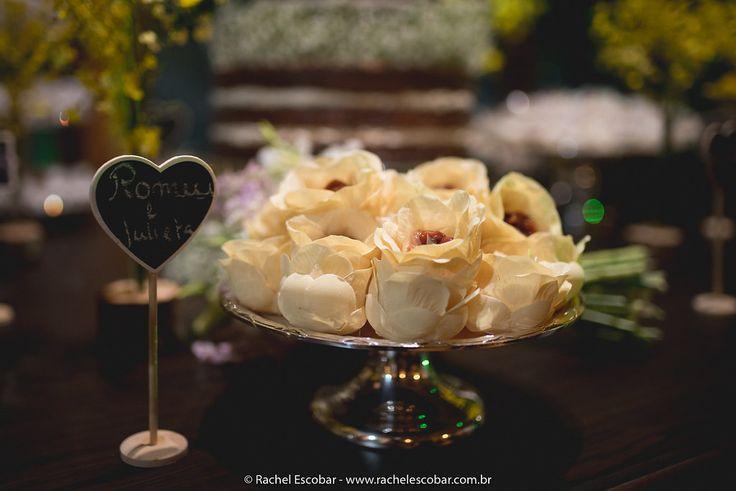 Dama de honra e pajem do casamento de Carol e Gustavo. O casamento de Carol e Gustavo, publicado no Euamocasamento.com. As fotos são de  Rachel Escobar. #euamocasamento #NoivasRio #Casabemcomvocê