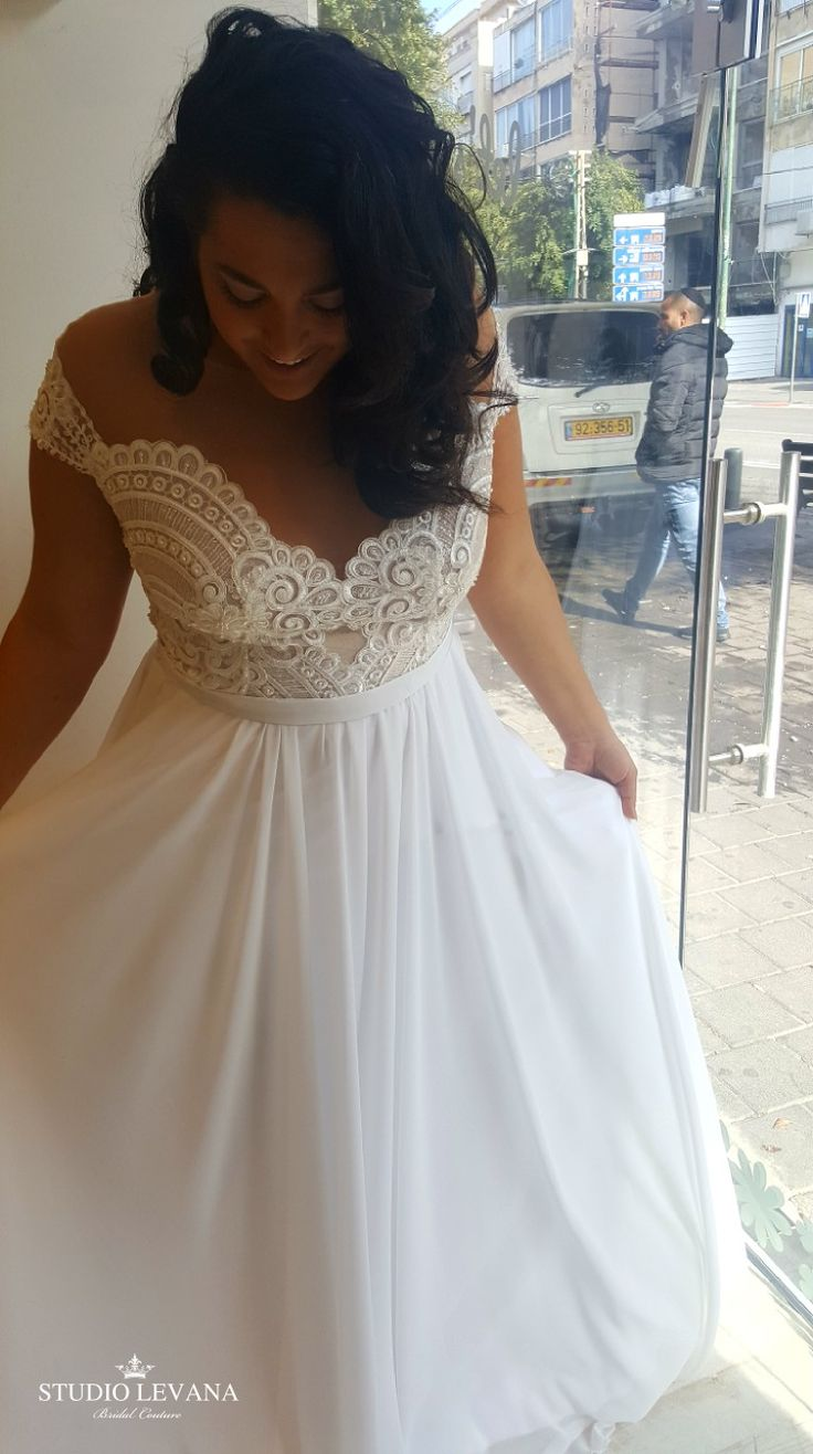 Gentle plus size wedding dress with a lace bodice. Studio Levana