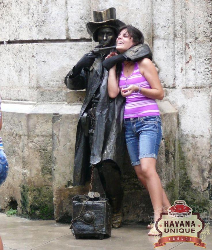 Estatuas vivientes en la Habana Vieja, Cuba