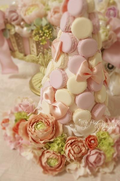 027//マカロンカラー:ピンク×イエロー、ガーランド:ラナンキュラス、パール花芯のお花(樹脂粘土)、ビバーナム(アーティフィシャル)