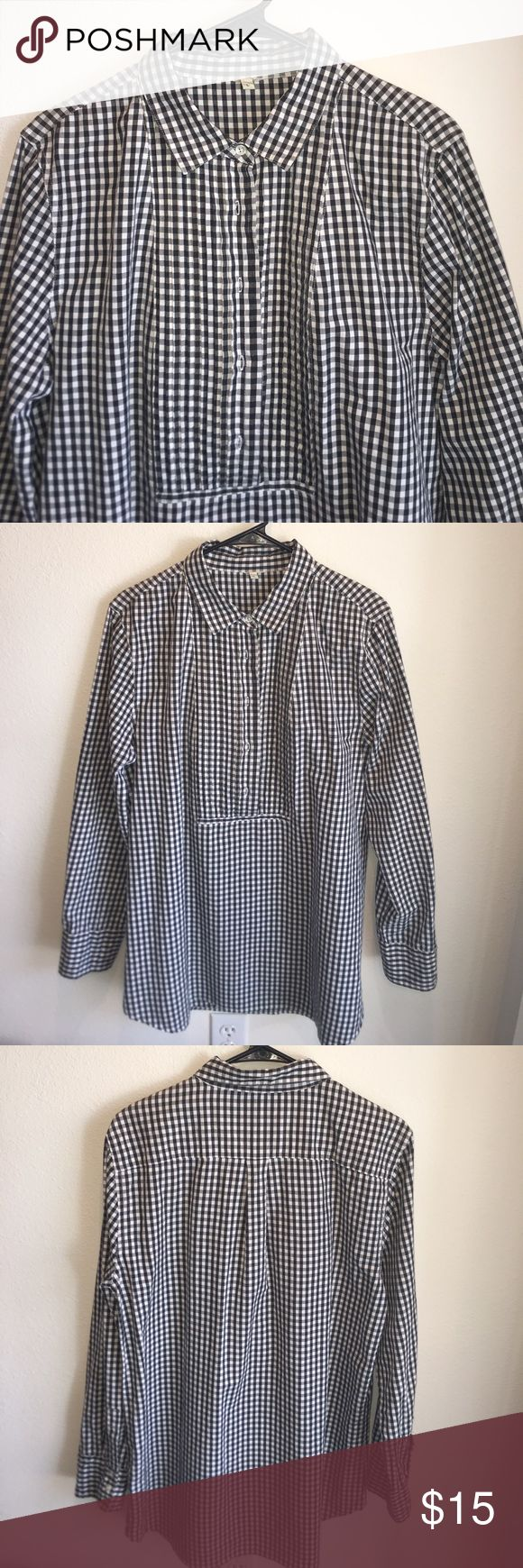 """J Crew Tuxedo Top in Gingham Tunic top, grey and white gingham top. Has a pleated bib in front, shown on last pic. High low hem. Measurements are 21"""" pit to pit, shoulder to hem 31"""" in front, 33"""" in back. Great for leggings and boots. EUC I ❤️ offers! j crew Tops Tunics"""