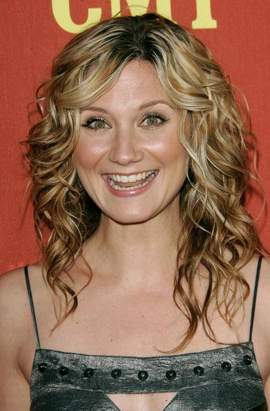 Jennifer Nettles curly hairstyle