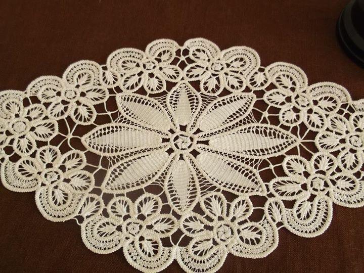 Handicrafts with lacing,pune dore me gajtan,pune dore me grep,crochet,hand crochet,modele per tavolina,centro,centro me gajtan,